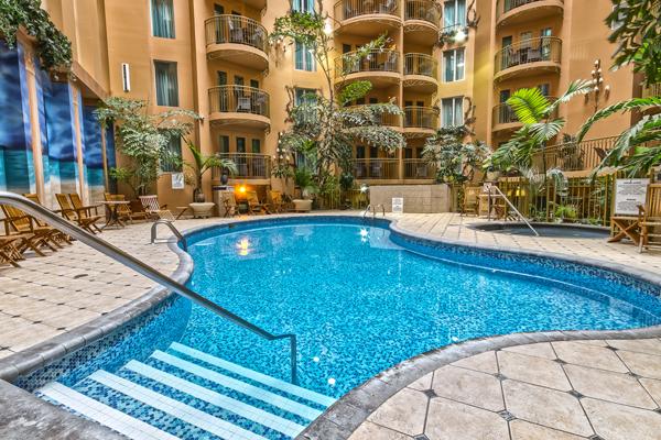 Des vacances avec piscines d'hôtel fabuleuses tout près de chez vous