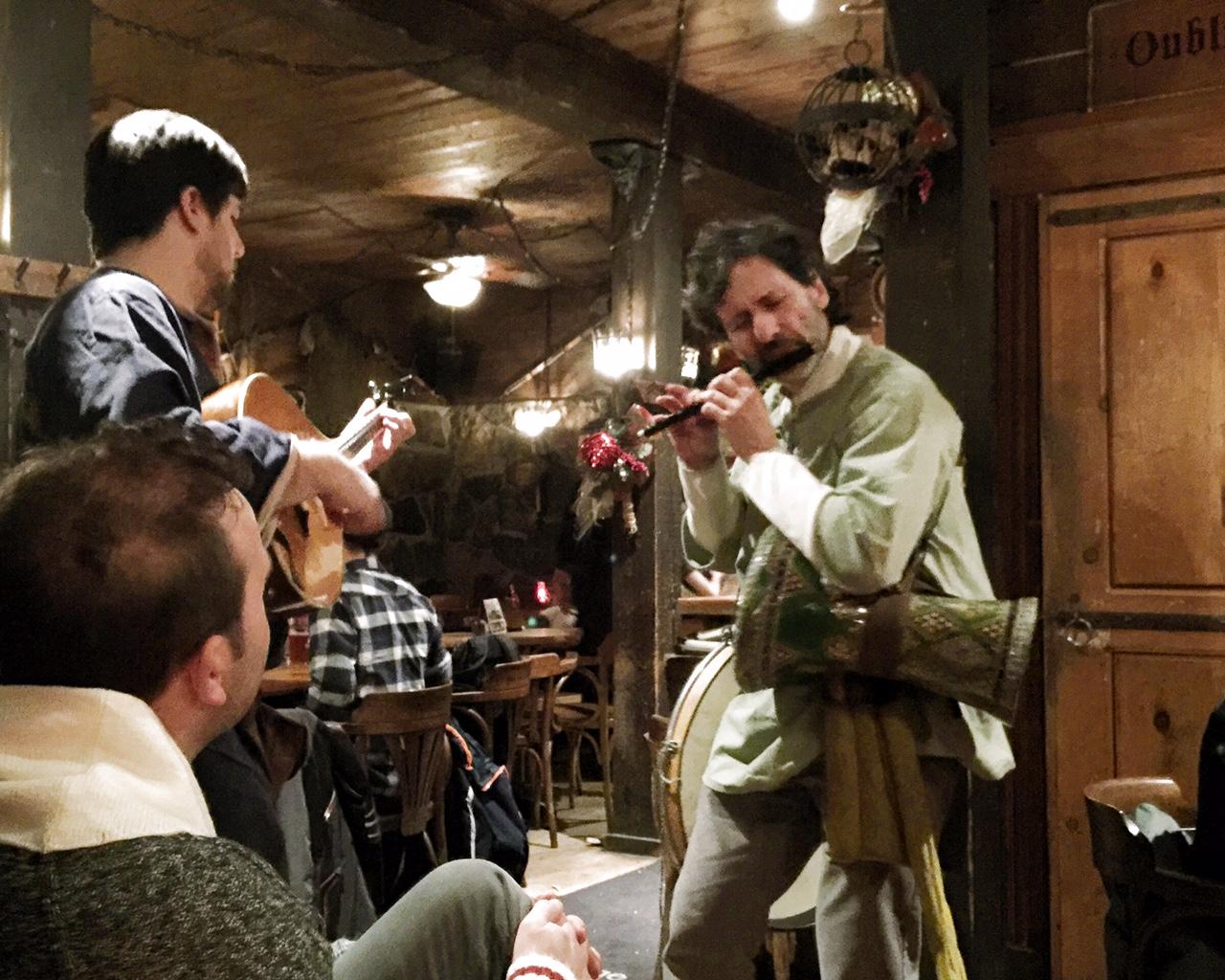 Auberge du Dragon Rouge: souper au Moyen-Âge en famille