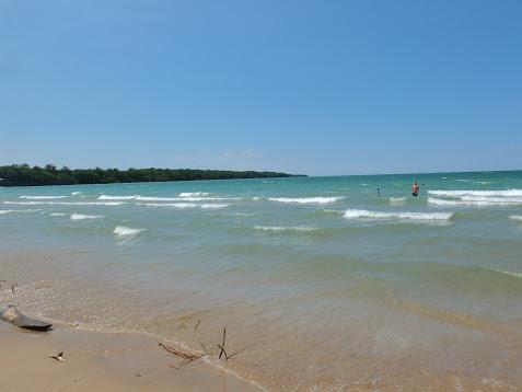 Pas besoin d'aller dans le sud pour trouver de belles plages de sable blanc et de l'eau chaude tout l'été!